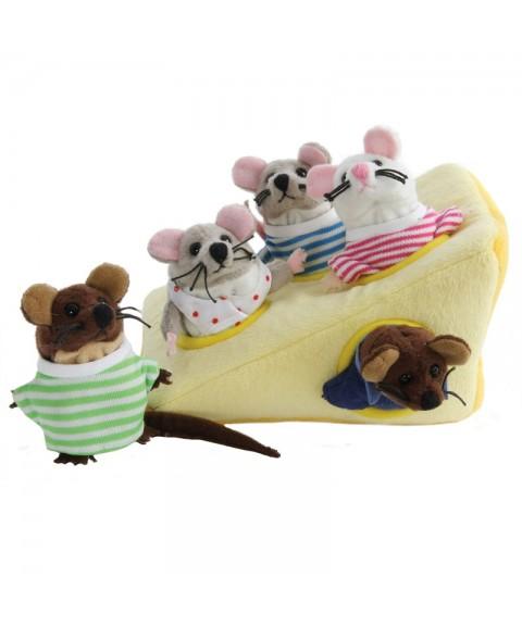 Familia de ratones en su...